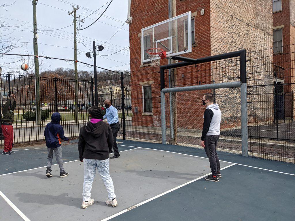 Cecil thomas plays basketball in cincinnati